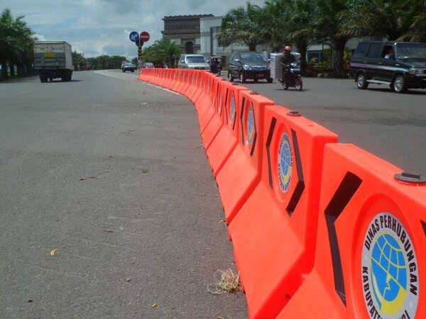 Fiberglass Road Barrier